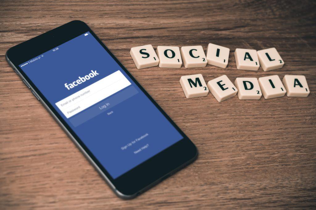 Essential Social Media Apps for Digital Nomads